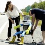 Chú robot hình người HitchBOT rong ruổi khắp Canada