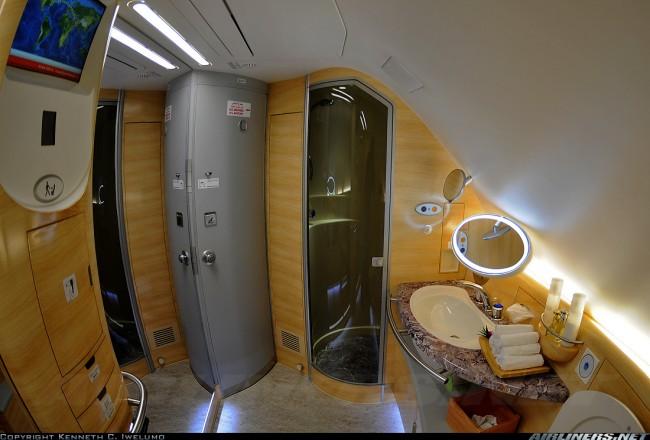 bathroom-airbus-380