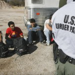 Phía sau những toan tính trục xuất 8 triệu người nhập cư lậu ở Mỹ