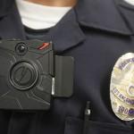 Người dân yêu cầu cảnh sát phải đeo… camera