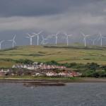 Điện mặt trời và điện gió thân thiện và an toàn, nhưng chẳng hề rẻ