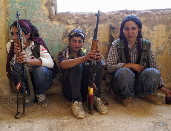 Female Kurdish fighters-syria-02