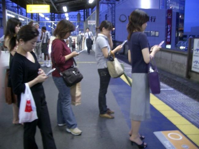 smartphones-in-life-00