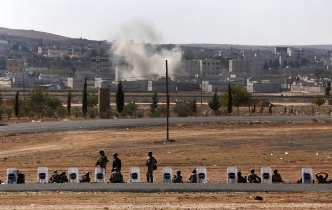 141005-isis-kobani-syria-turkey-forces