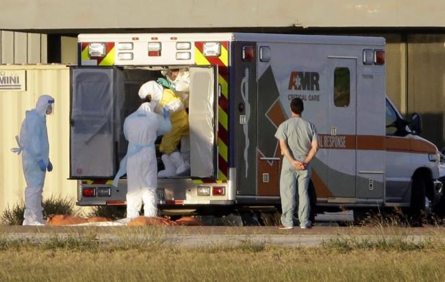 141016-ebola-us-ninapham-texas-02