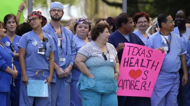 141016-ebola-us-ninapham-texas-03_resize