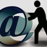 Check mail công việc ngoài giờ làm việc là… phạm pháp