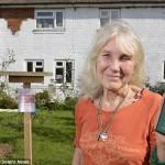 Bà cụ 72 tuổi tốn tiền sơn nhà để chống… Wi-Fi