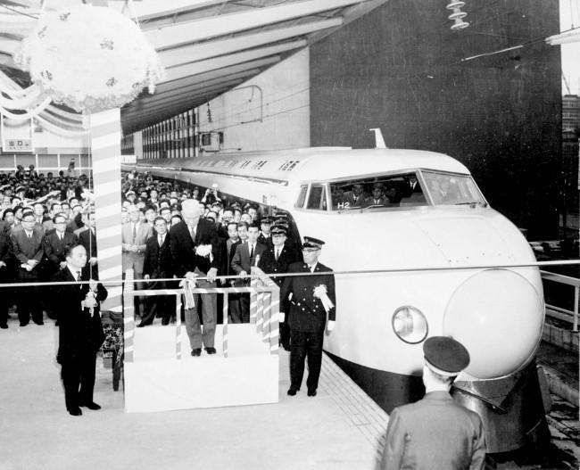 first-Shinkansen-1964