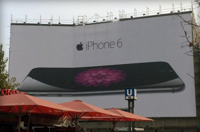 iphone-6-bend-billboard-berlin