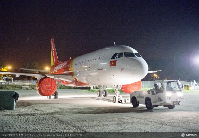 08-MAN-249-03-20141022-FLT-A320 VIETJET MSN6341 ROLL OUT PAINTHALL-019