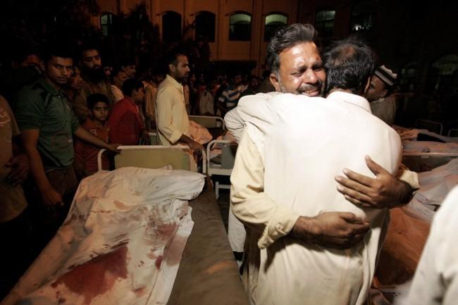 141102-pakistan-bodies-suicide-bomb-border-02