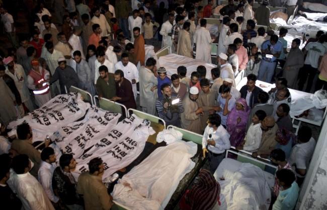 141102-pakistan-bodies-suicide-bomb-border-05