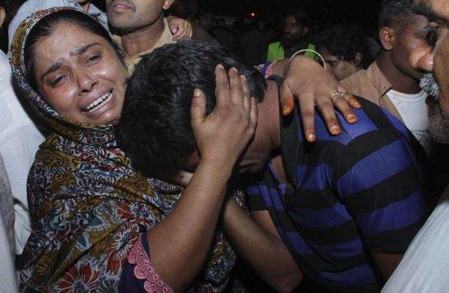 141102-pakistan-bodies-suicide-bomb-border-07