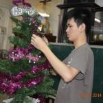 Anh Phú chuẩn bị cây Noel 2014 cho Bà Nội