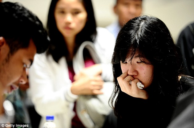 141229-airasia-qz8501-missing-relatives-08