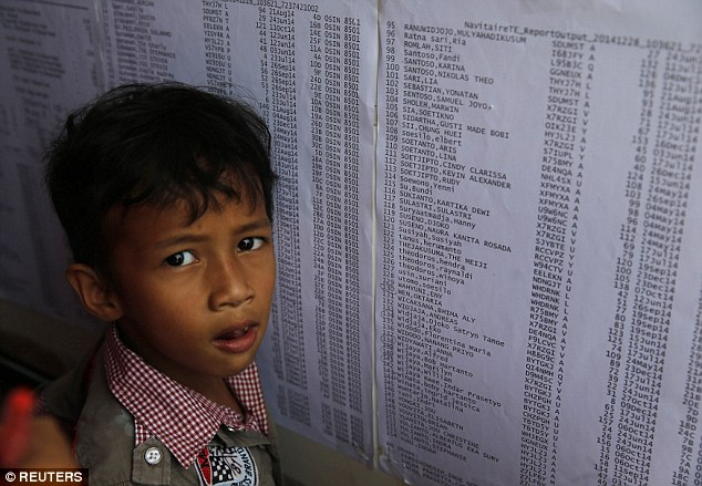 141229-airasia-qz8501-missing-relatives-10
