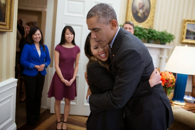 Barack_Obama_hugs_Nina_Pham_Oct_24_2014