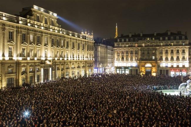 150107-newspaper Charlie Hebdo attacked-11