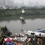 CẬP NHẬT TAI NẠN MÁY BAY ĐÀI LOAN: Những người hùng cứu nạn và những người may mắn