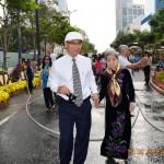 VIDEO: Hai mẹ con trên Đường Hoa Hàm Nghi (Saigon) Tết Ất Mùi 2015