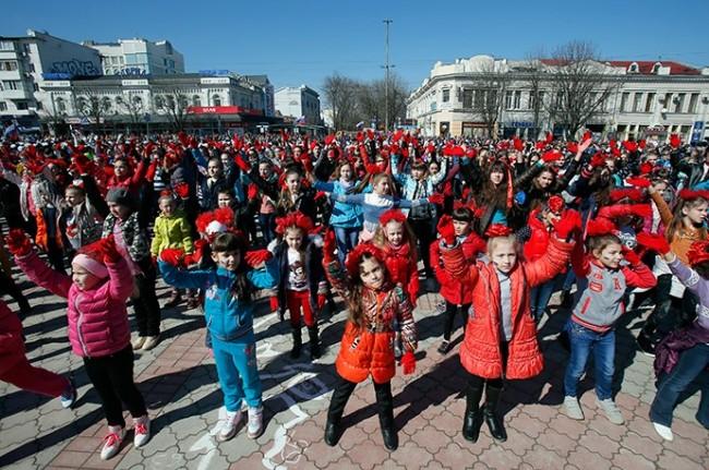 150314-crimea-children-flashmob
