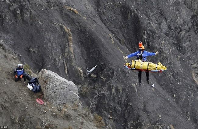 150325-flight germanwings crashed-02