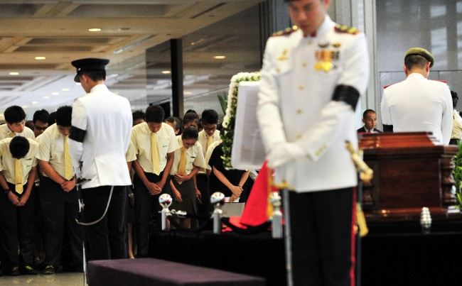 (WORLD SECTION) SINGAPORE-LEE KUAN YEW-LIE IN STATE