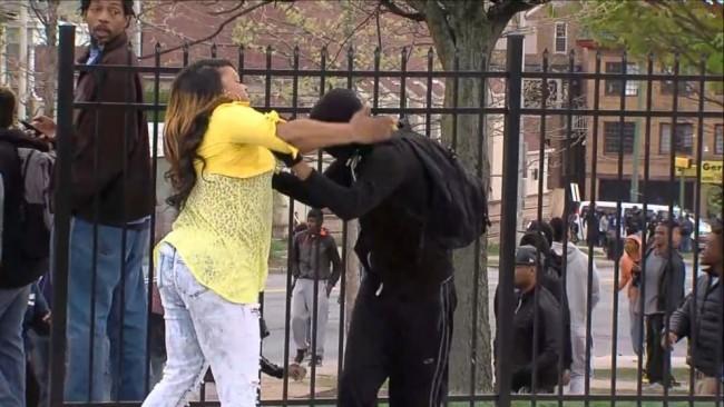 150428-baltimore-riot-mom-slap-rioter