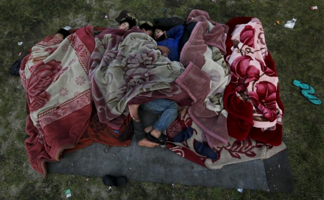 People sleep on the ground in an open area on early morning after an earthquake in Kathmandu, Nepal April 28, 2015. REUTERS/Adnan Abidi      TPX IMAGES OF THE DAY