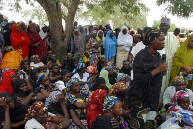140505-nigeria-chibok-girl-mothers-01