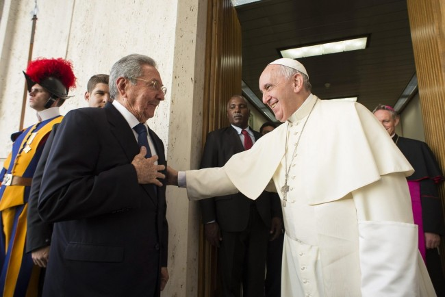 Pope Francis meets Cuban President Raul Castro during a private audience at the Vatican, 10 May 2015.  EPA/OSSERVATORE ROMANO PRESS OFFICE / HANDOUT   EDITORIAL USE ONLY/NO SALES