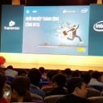 Bên trong hội trường Ngày hội Khởi nghiệp cùng Intel