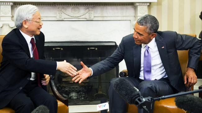 TOPSHOTS  US President Barack Obama and Vietnamese General Secretary Nguyen Phu Trong shake hands during a meeting in the Oval Office of the White House in Washington, DC, July 7, 2015.  President Barack Obama on Tuesday welcomed the leader of Vietnam's Communist Party to the White House for a rare Oval Office meeting, two decades after the one-time enemies normalized relations. The talks with Trong -- the first general secretary of the Vietnamese Communist Party to visit the United States and the White House -- come as Washington looks to build deeper trade, military and political ties with Hanoi. AFP PHOTO / SAUL LOEB