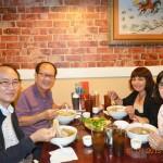 Ăn phở Việt cùng thầy cô TTColo ở kế bên Washington DC