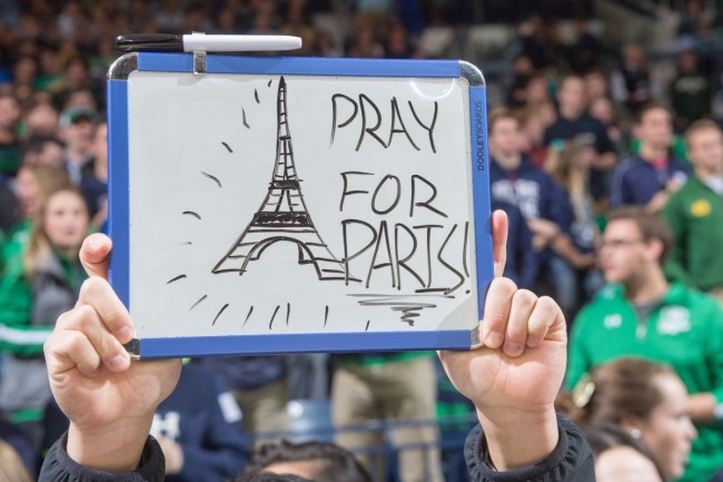 151114-paris-after-attacks-3