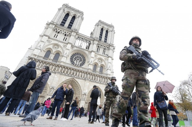 French military patrol near the Notre Dame Cathedral the day after a series of deadly attacks in Paris, France, November 14, 2015. REUTERS/Yves Herman - RTS70CF