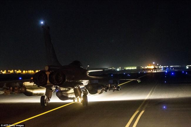 151115-france-air-strike-syria-02