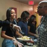 Gia đình Tổng thống Obama phục vụ bữa tối lễ Tạ ơn cho người homeless và cựu bình