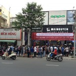 Nhìn cảnh người xếp hàng rồng rắn mua hàng công nghệ siêu giảm giá tại Mai Nguyên