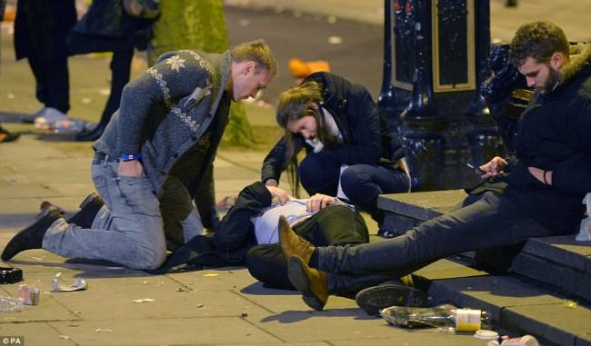 160101-drunken revellers in uk new year-12