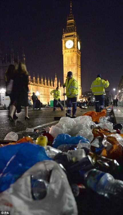 160101-drunken revellers in uk new year-13