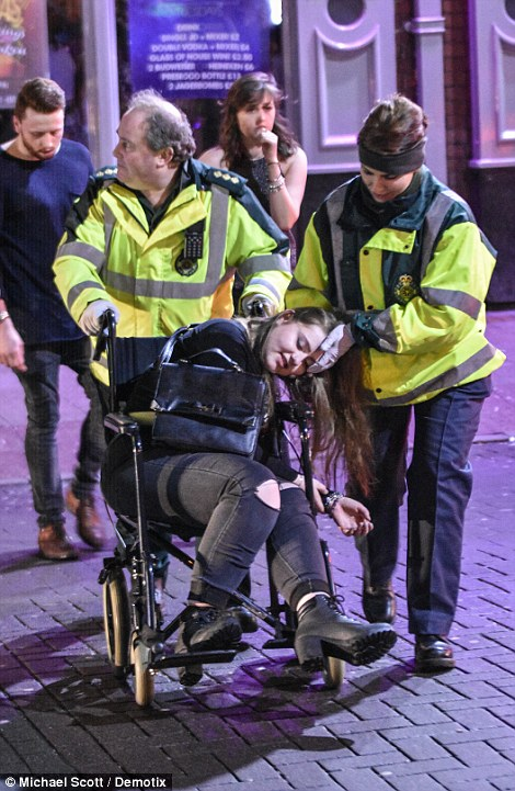 160101-drunken revellers in uk new year-21