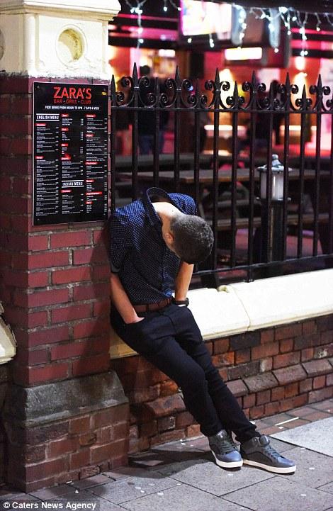 160101-drunken revellers in uk new year-22