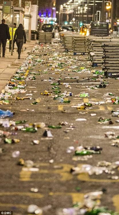 160101-drunken revellers in uk new year-29