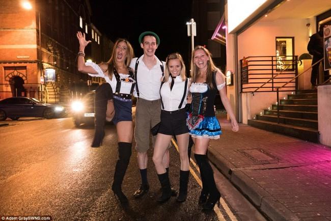 160101-drunken revellers in uk new year-35