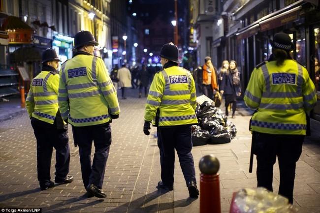 160101-drunken revellers in uk new year-37