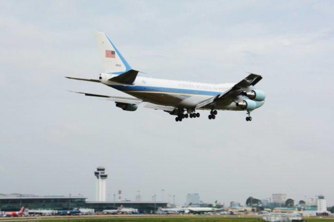 160524-obama-saigon-air-force-one-01