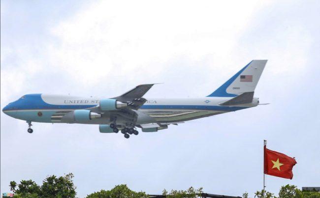 160524-obama-saigon-air-force-one-03
