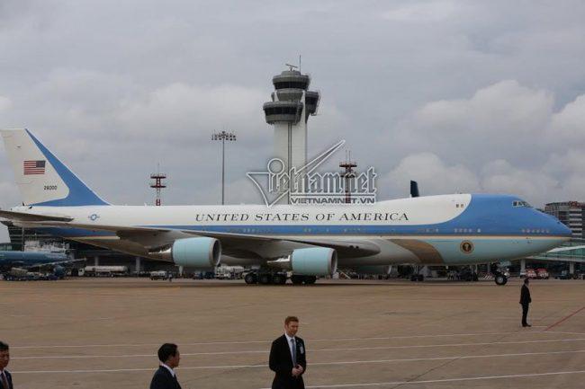160524-obama-saigon-air-force-one-06